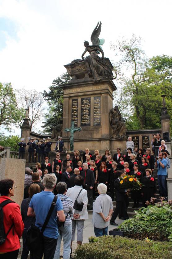Pietní akt u hrobu B. Smetany 12. května 2016