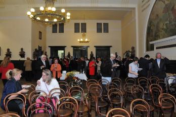 posezení s hosty a bývalými členkami proběhlo v sále Hlaholu