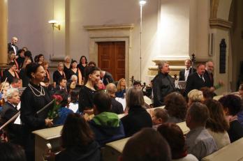 sólisté: D. Burešová, K. Jalovcová, dirigent V. Mazáček, J. Březina a J. Sulženko